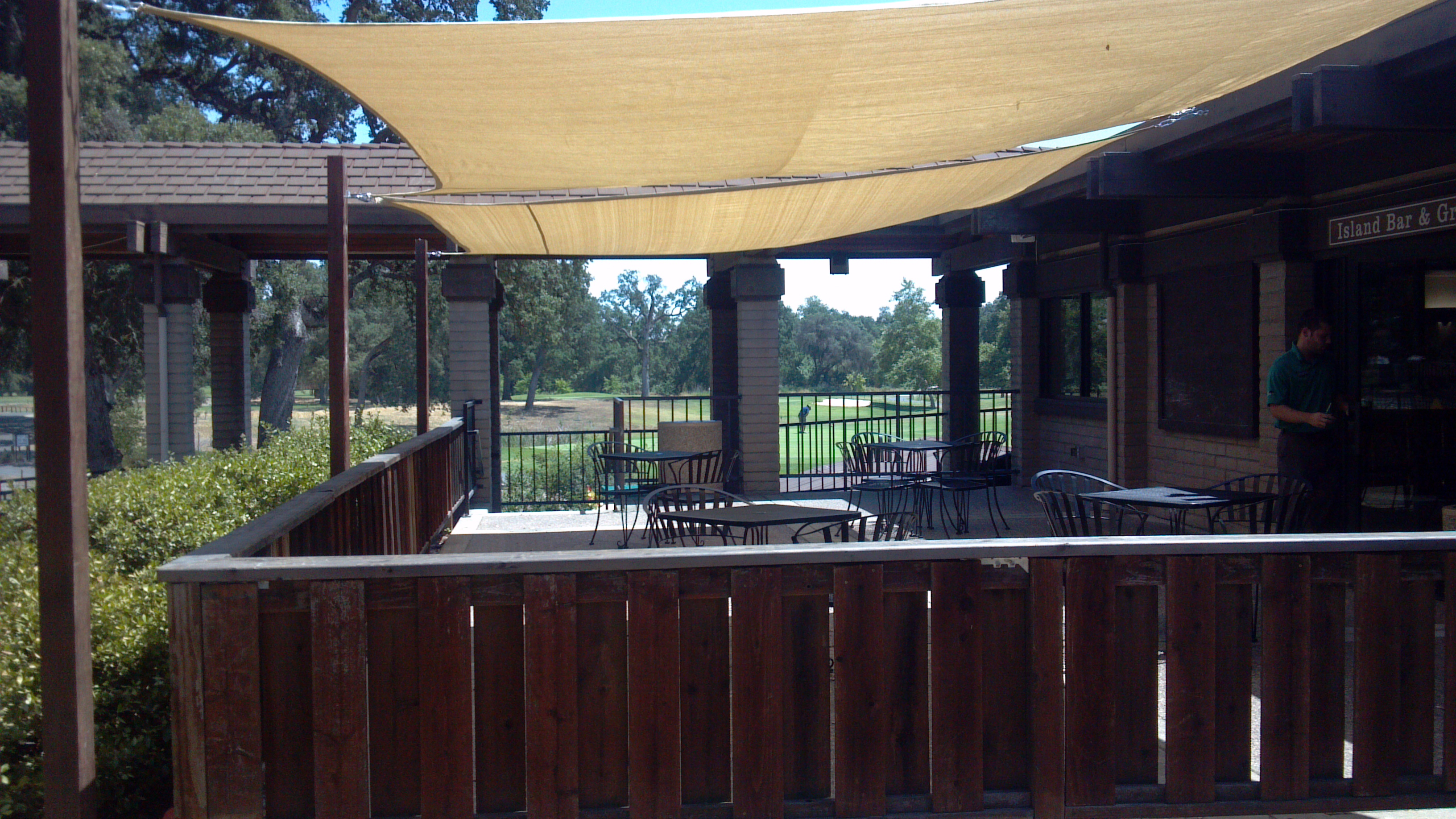 The island bar grill for Balcony grill and bar